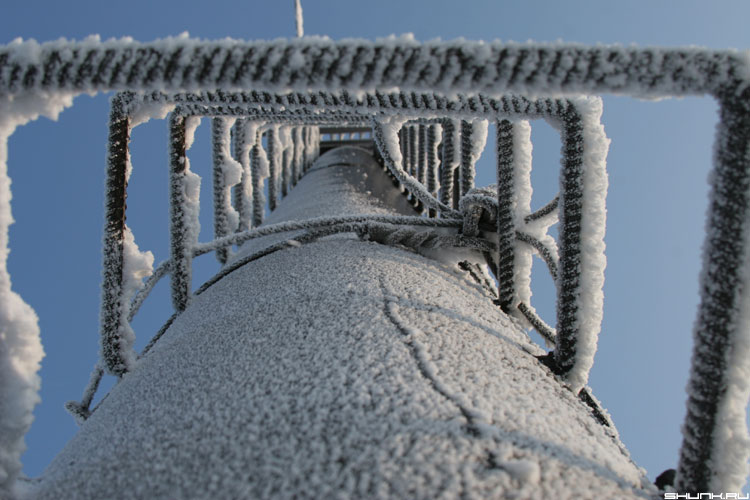 Все выше и выше и выше.... - порт мурманск труба зима иней фото фотосайт