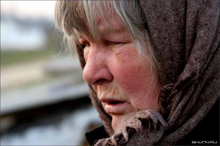 Бабушка - в платке фото фотосайт