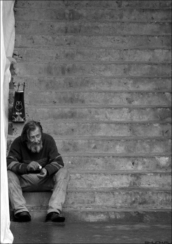 На ступенях судьбы - человек монетка ступеньки фото фотосайт