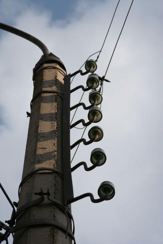 Ровно семь - столб фонарь изоляторы провода фото фотосайт