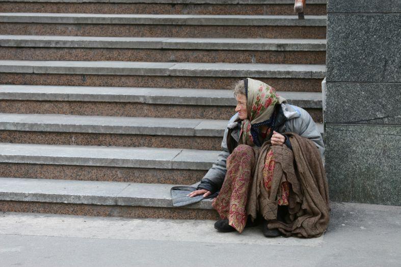 И снова ступени судьбы - бабуля на ступеньках фото фотосайт