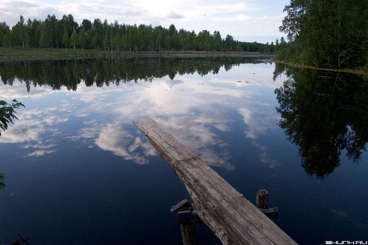 С моста в небо - небо озеро мостик лес фото фотосайт
