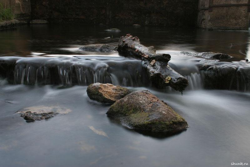 На водопаде вечером - вода камни обои водопад торжок фото фотосайт