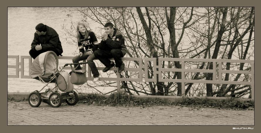 Папаши - трое с коляской фото фотосайт