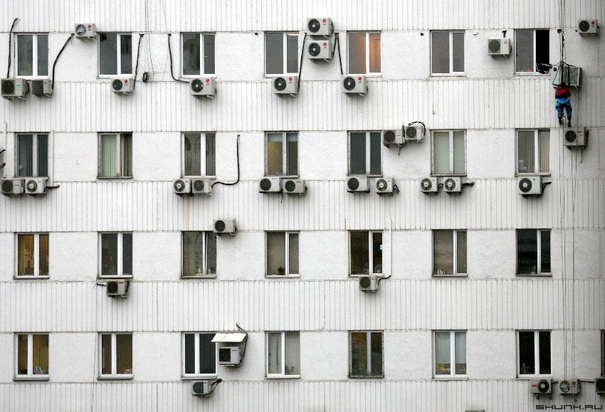 В ...  полку прибыло - стена окна кондиционеры монтаж фото фотосайт