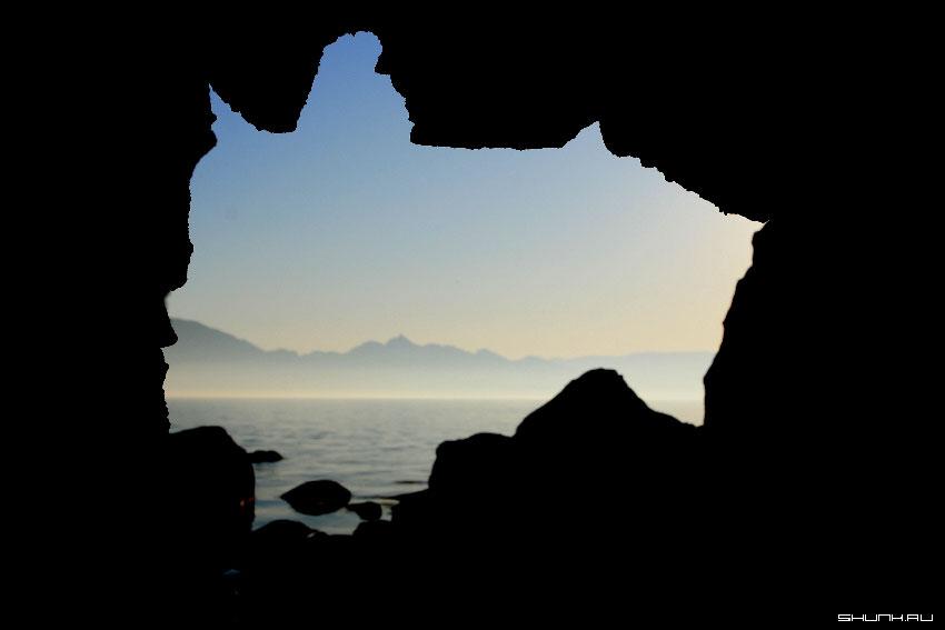Первый туман (вид из грота) - крым Кара-Даг море черное фото фотосайт