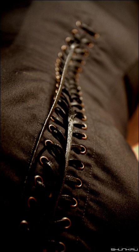 ЗастеЖка - шнуровка спина одежда фото фотосайт