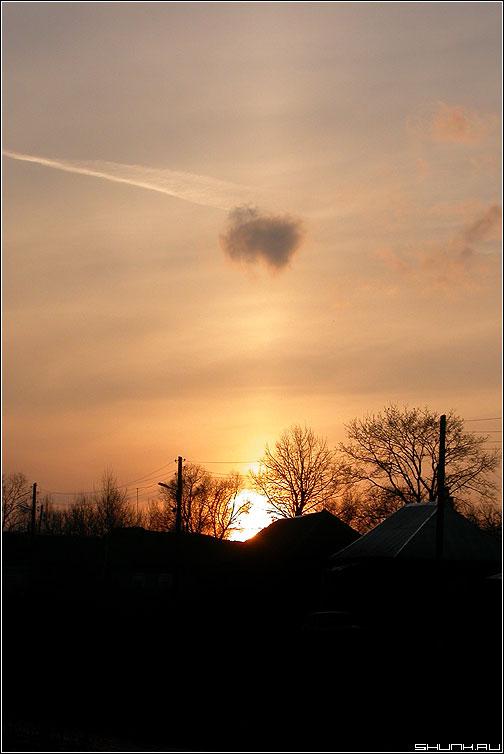 Солнечный выстрел - закат солнце облако фото фотосайт