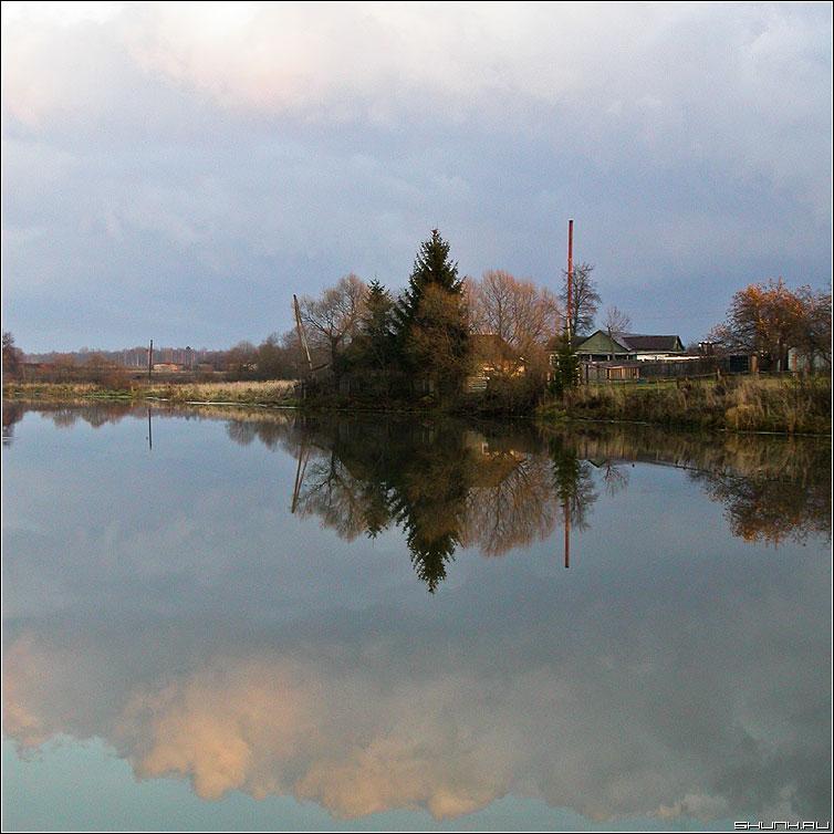 На том берегу - пруд река отражение фото фотосайт