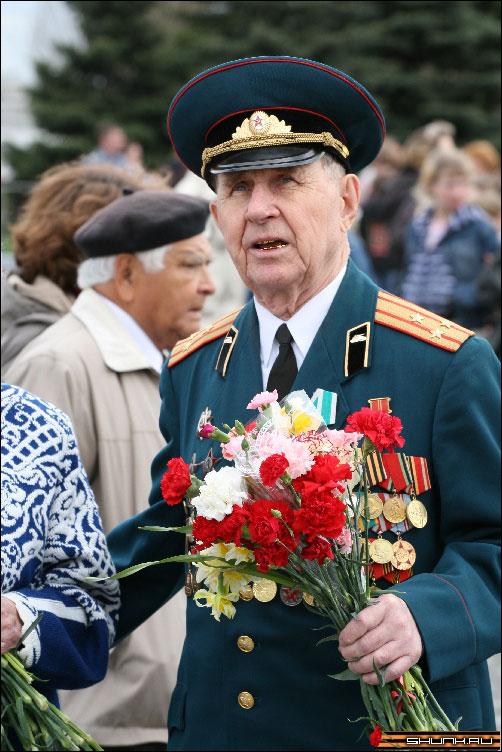 Дни и ночи у мартеновских печей - 9 мая день победы поклонная гора ветераны фото фотосайт