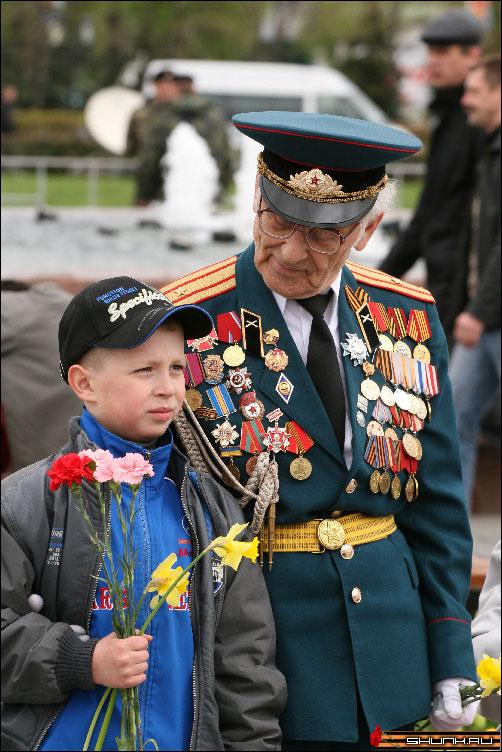 С Внуком - 9 мая день победы поклонная гора ветераны фото фотосайт