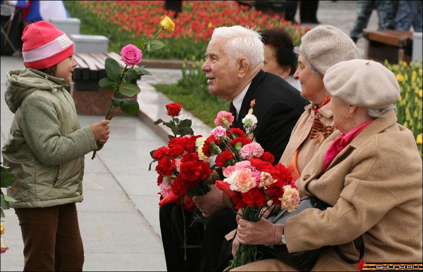 Поздравляя ветеранов... - 9 мая день победы поклонная гора ветераны фото фотосайт