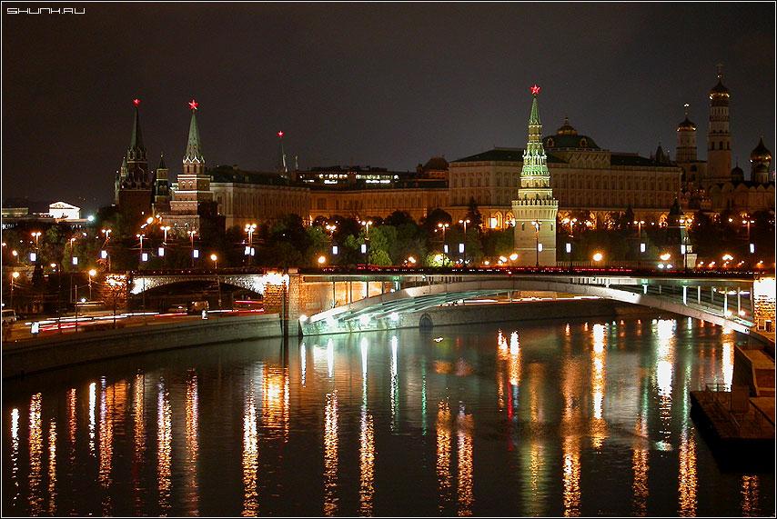 Река москва в огнях кремль москва