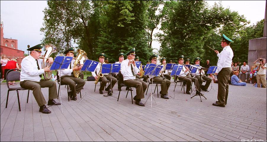 Оркестр - погранцы на красной площади у стен кремся фото фотосайт