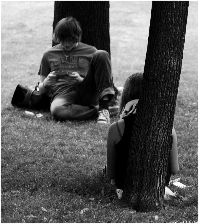 Парочка #31 - парочка александровский сад трава кремлевская стена фото фотосайт