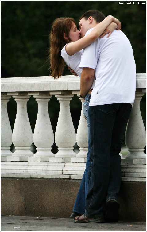Поцелуй - манекжа манежная площадь поцелуй улица он и она парочка фото фотосайт