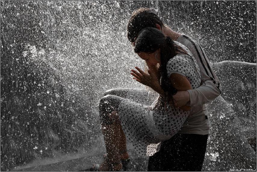 Джентельмен - парочка манежка манежная площадь центр города брызги фонтан фото фотосайт