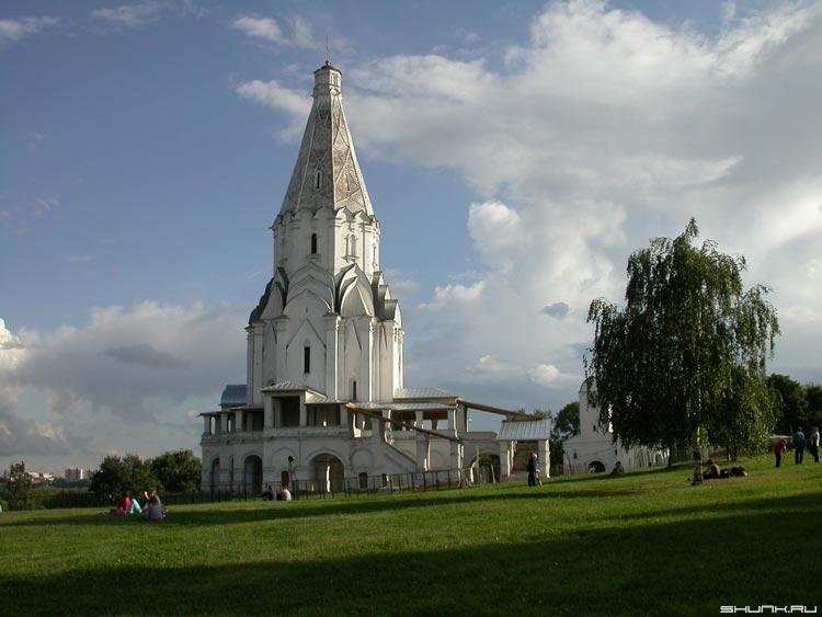 В Коломенском (Собор Вознесения) - храм лето коломенской небо фото фотосайт