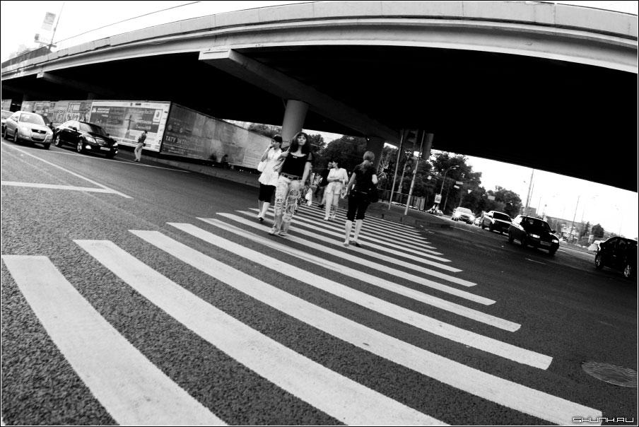 Ломография - чб фото чернобелое ломография переход улица москва фото фотосайт