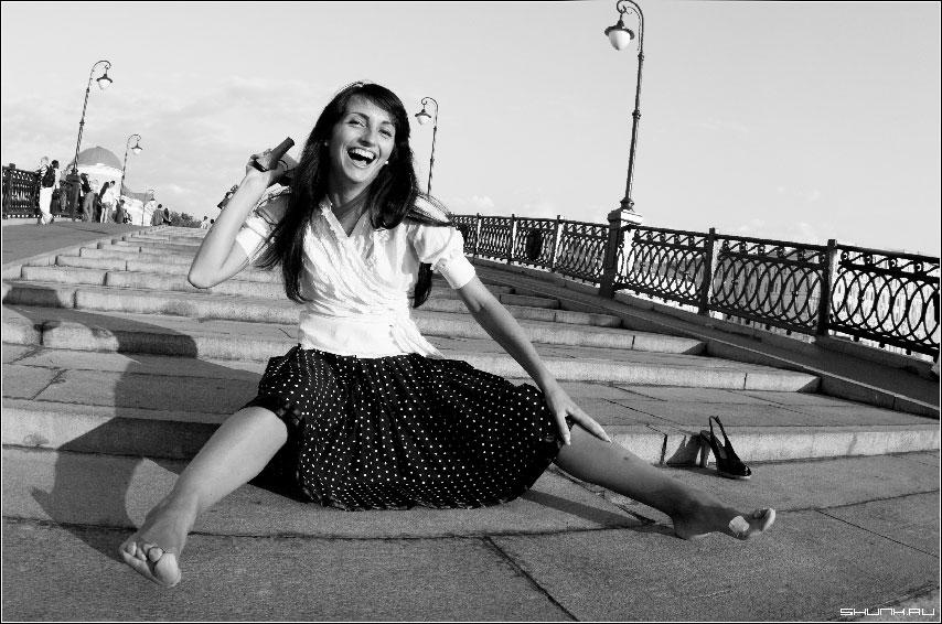 Антигламур - ступеньки девушка туфель туфля чернобелое фото фото фотосайт