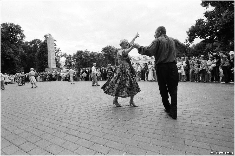 Танец - манежка танец старики ретро чб чернобелое пленка фото фотосайт