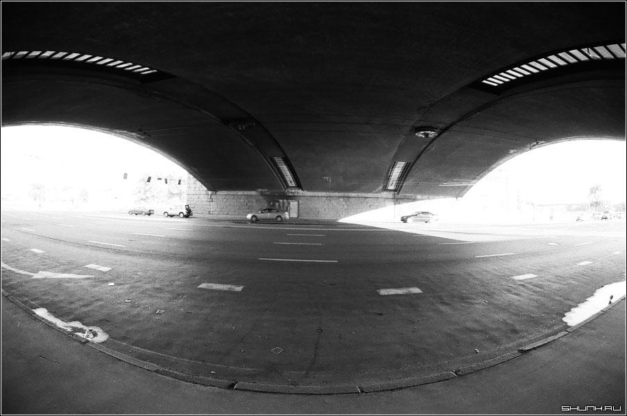 Под большим каменным - мост чернобелые фото пленка фото фотосайт