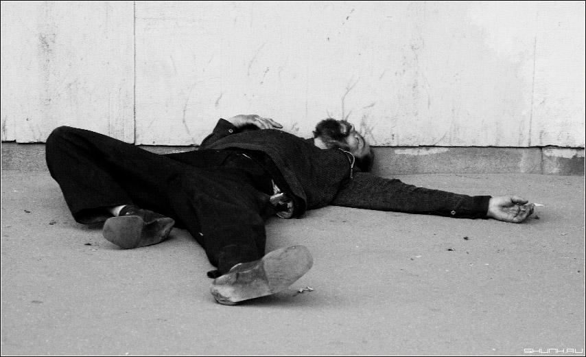 Звездный сон - бомж улица сон фото фотосайт