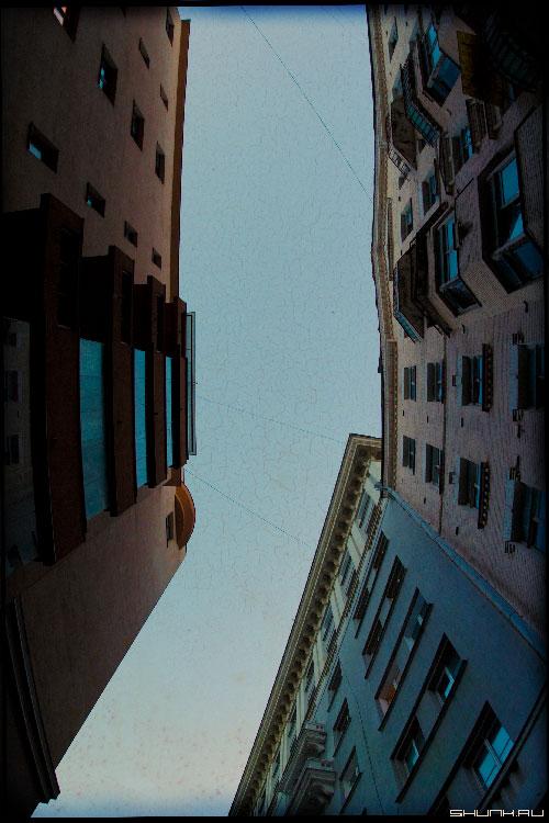 Два дома - небо дома окна фото фотосайт