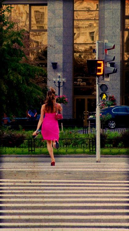 Зеленый - ИДИ! - девушка переход светофор зеленый свет фото фотосайт