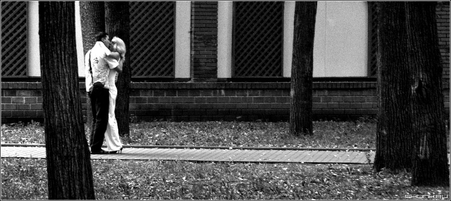 ...по заветной дорожке - парочка в парке сад эрмитаж москва центр фото фотосайт