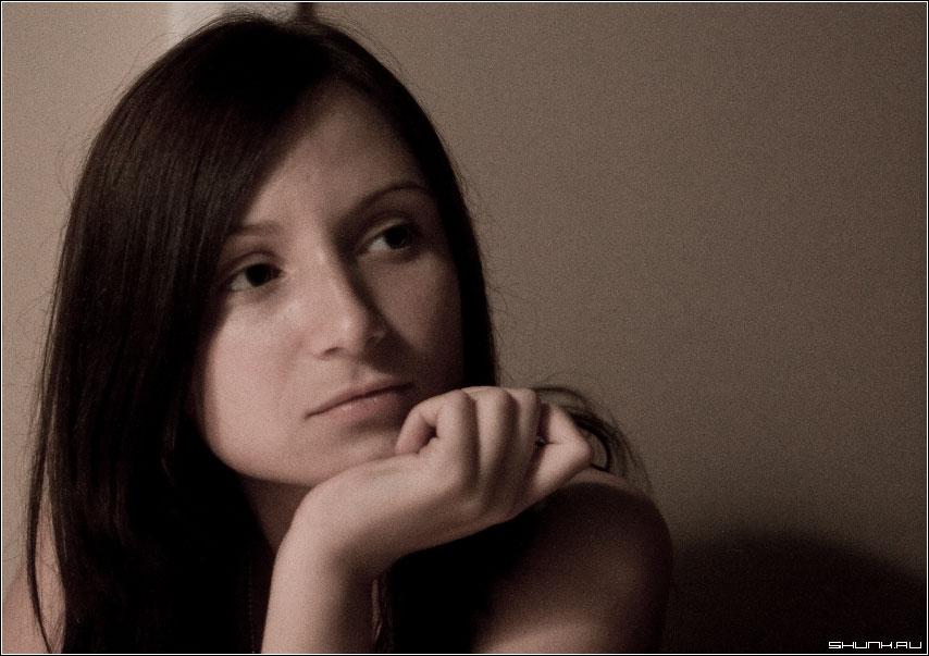 Незамысловатый портрет - подруга друга кафе полупритушенный свет ISO 1250 фото фотосайт
