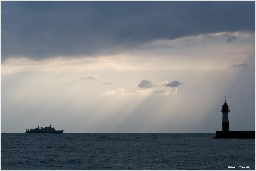 Маяк - сочи хоста маяк корабль море небо облака фото фотосайт