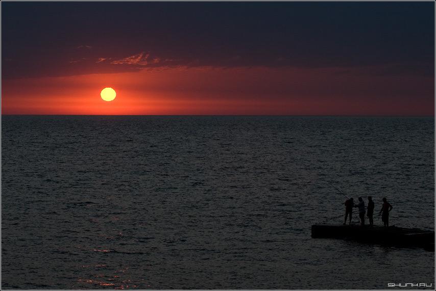 Рыбалка на закате - небо закат рыболовы море обои фото фотосайт