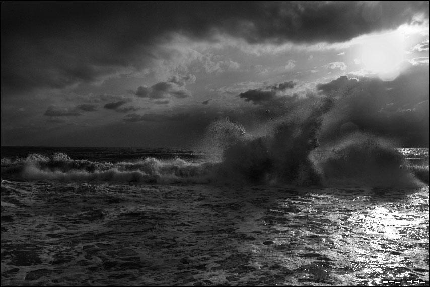 Стихия в солнечных лучах - сочи хоста море волна вода небо фото фотосайт