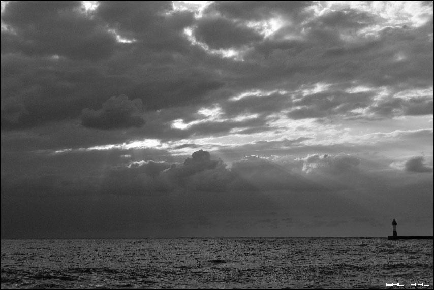 С.Н.М. и М. - сочи хоста море небо чб маяк фото фотосайт