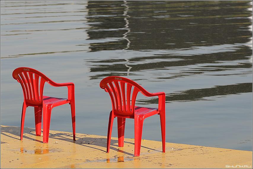 В ожидании - берег стулья фото фотосайт