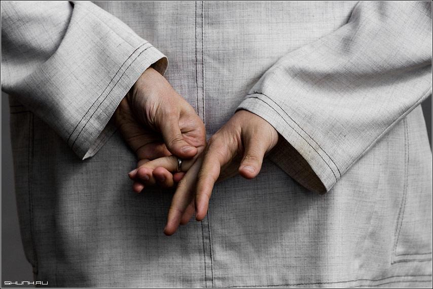 Про брачные узы - руки кольцо улица фото фотосайт
