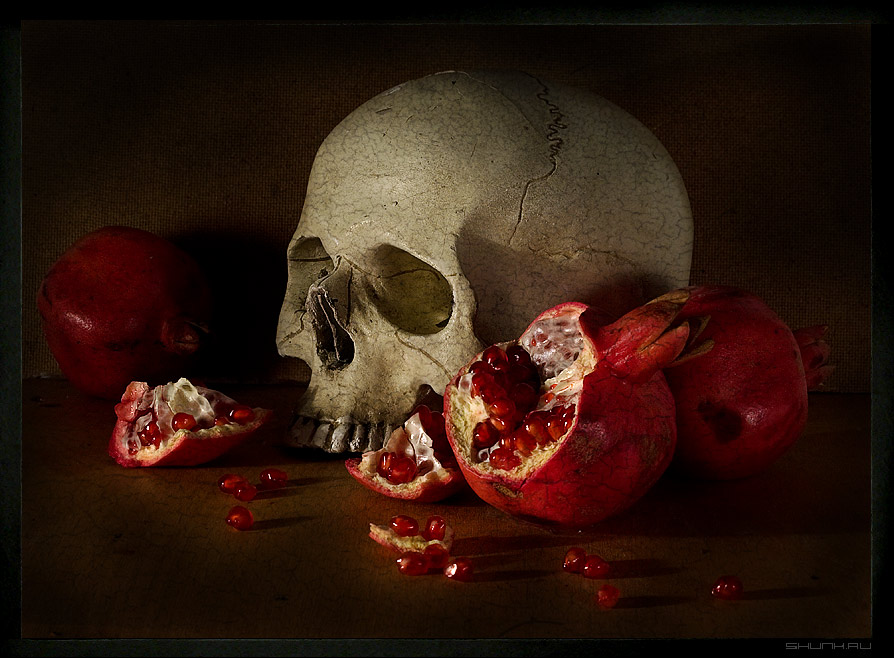 Натюрморт с гранатами - гранаты череп натюрморт стилизация фото фотосайт