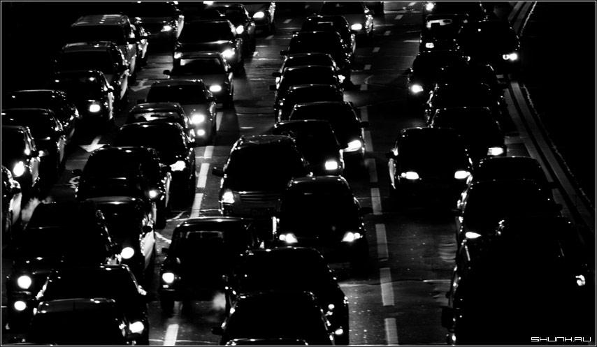Тысячи огненых глаз - автомобили машины пробка москва центр фото фотосайт