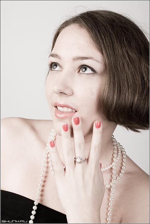 Восхищение - студия модель кольцо бусы свет фото фотосайт