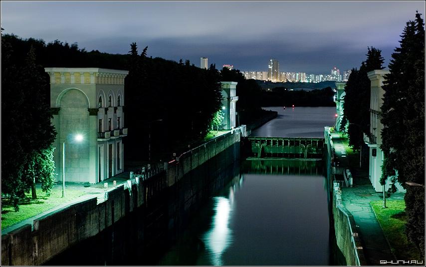 Шлюз (в цвете) | Ночная Москва - Авторский Фотосайт: http://www.shunk.ru/photo/1770/