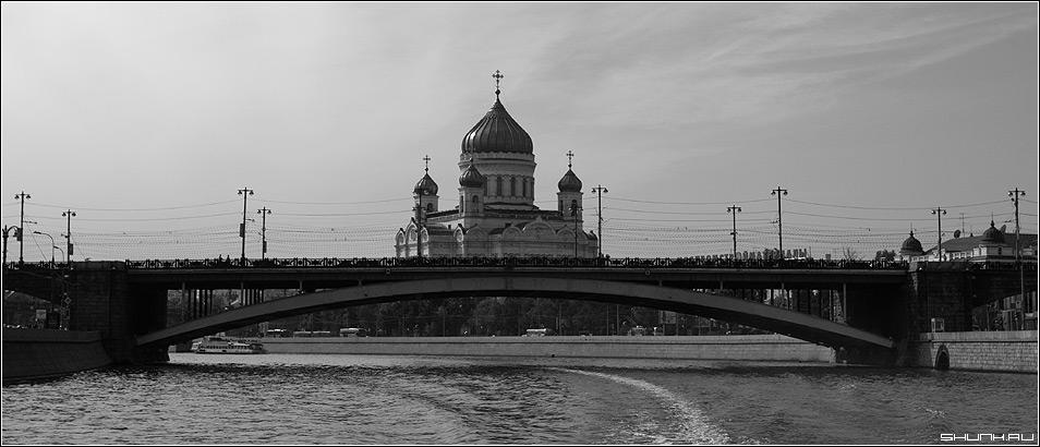 Вид на Б. Каменный и ХХС - мост чб черно белое храм христа спасителя фото фотосайт