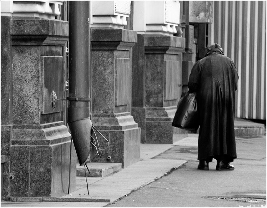 Прочь - люди х улица водосточная труба манежка фото фотосайт