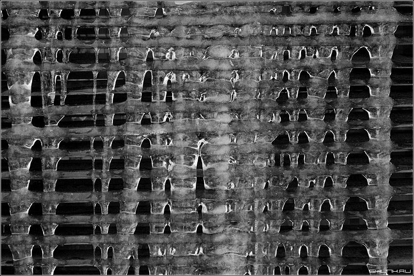 Про вертикали и горизонтали - сосульки жалюзи чб чёрнобелое фото фотосайт