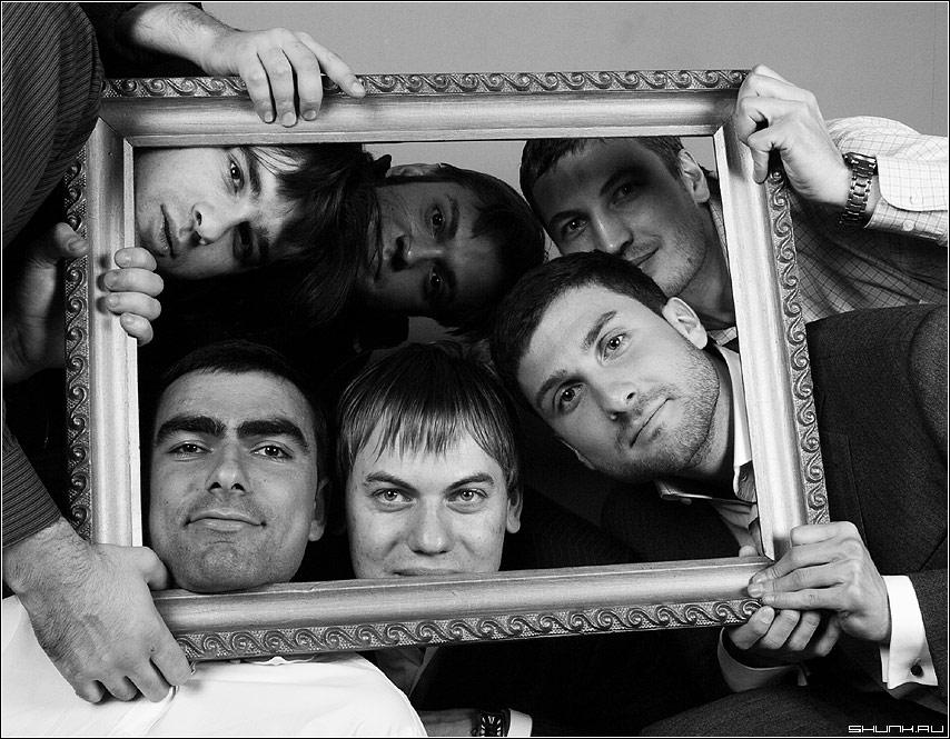 Друзья - братья чб чернобелое оттяг студия рама рамка лица фото фотосайт