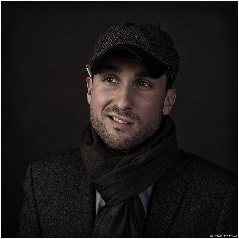 Жиган Лимон - портрет студия чел сигарета кепка фото фотосайт