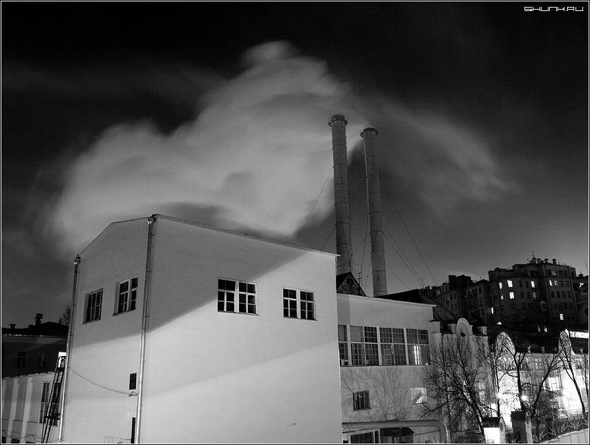 Трубы дымят - фабрика трубы ночь москва фото фотосайт