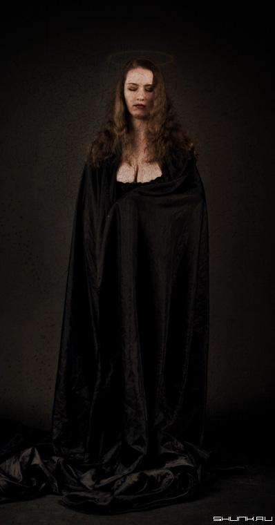 Черная Мадонна (пришла за тобой) - студия фотошоп черное грудь нимб ткань фото фотосайт