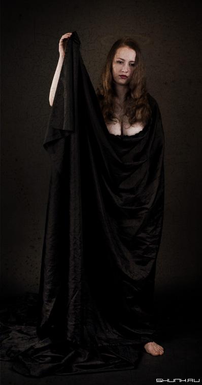 Аллегория печали - студия модель ткань нимб фотошоп фото фотосайт