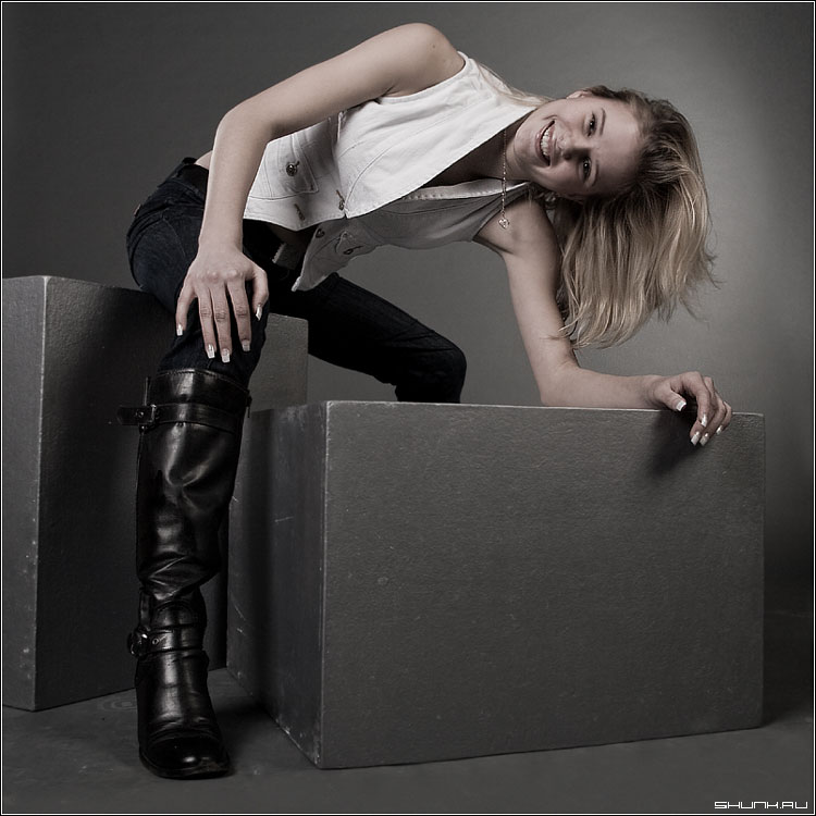 Девочка Пай - студия даша модель сапоги кулон кубики куб фото фотосайт